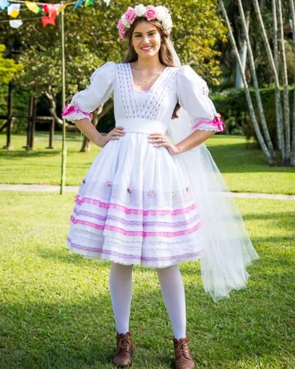 Vestido de noiva caipira de Camila Queiroz.