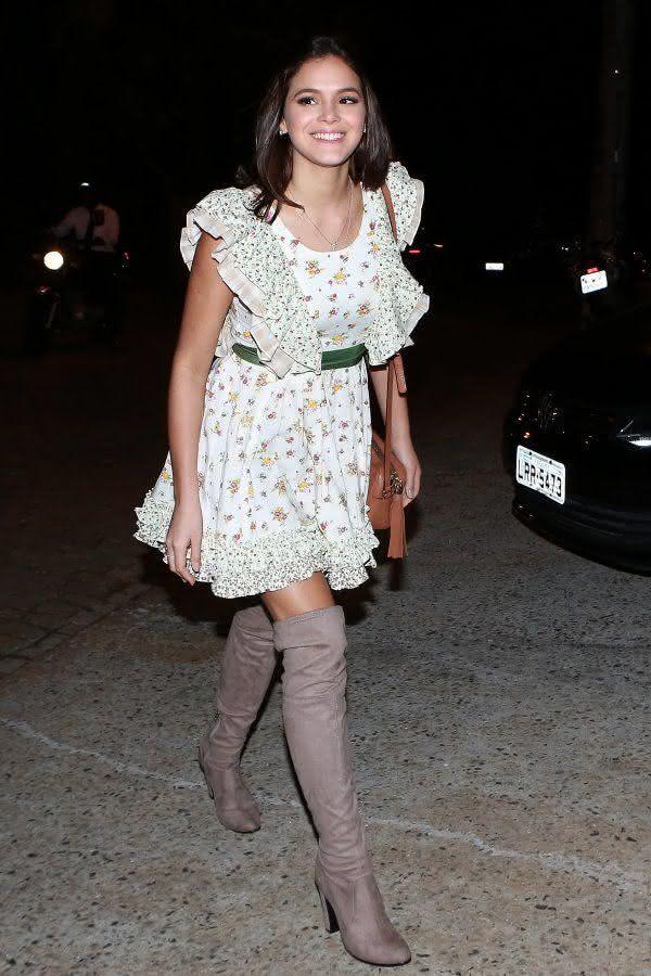 Vestido caipira simples e delicado de Bruna Marquezine.