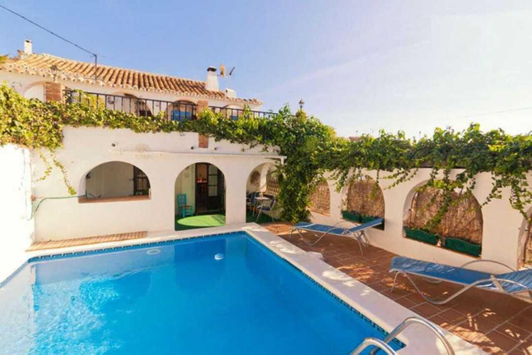 Apartamentos y casas de vacaciones en - Casas en la costa del sol ...