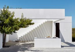 total-white-modern-house-south-africa_oggetto_editoriale_h495-1