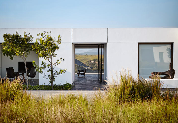 total-white-modern-house-south-africa_oggetto_editoriale_h495