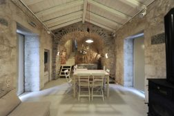 mani-tower-house-in-greece-from-z-level-studio-21-980x653