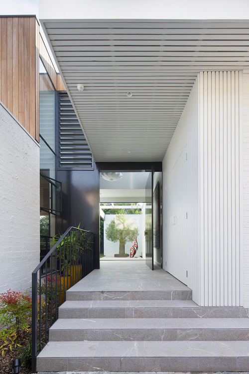 bower-kates-house-entry-timber-cladding-white