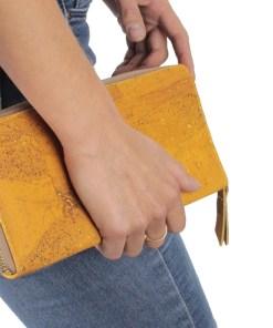 Compagnon portefeuille porte-monnaie liège couleur moutarde Femme élégante