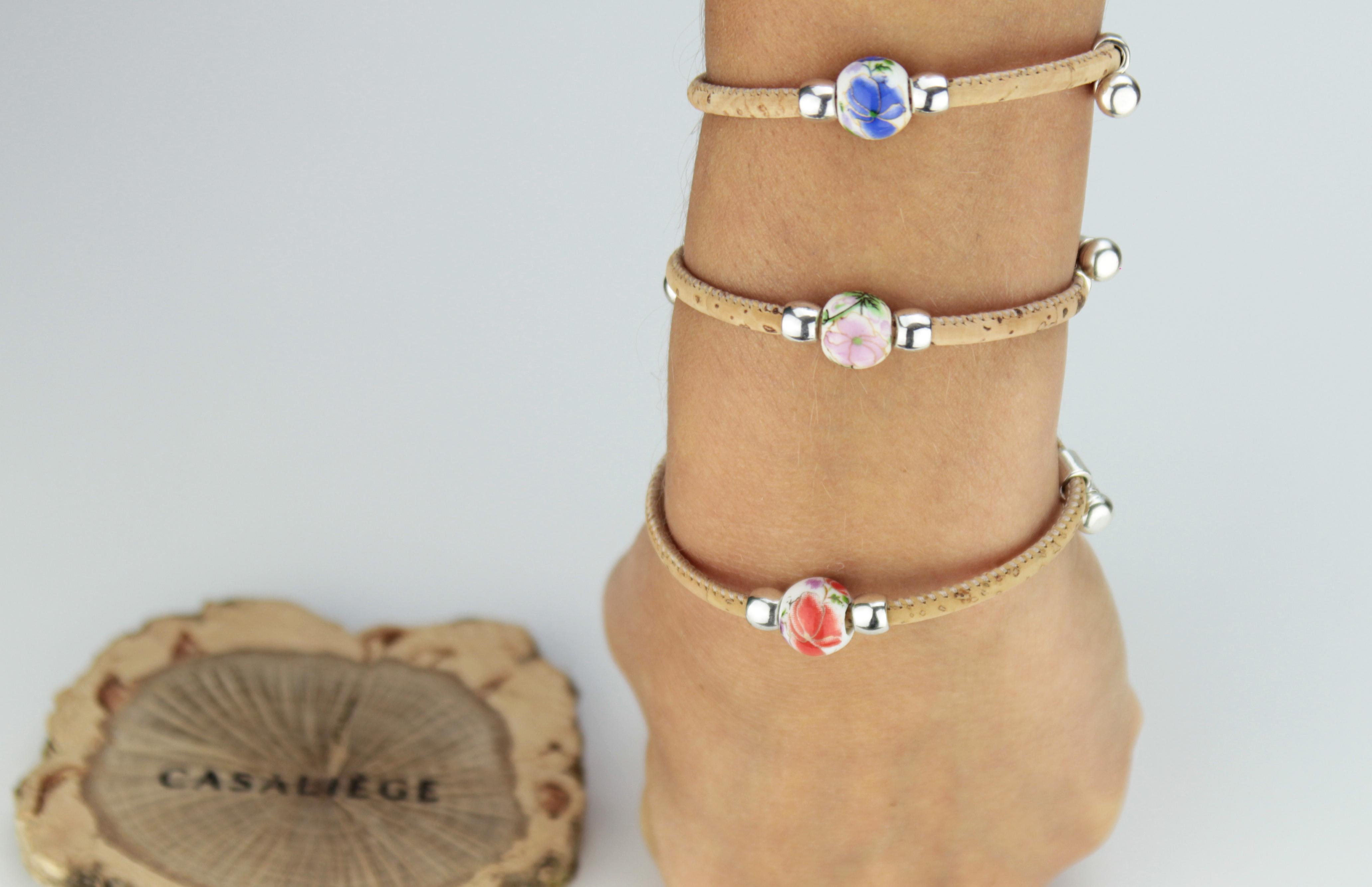 Bracelet en liège ajustable avec perle en céramique