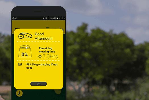 Aggiornamenti del lavoro su smartphone, con il tosaerba Robot-Tino di Casali Irrigazione