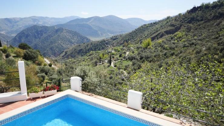 """Het uitzicht op de vallei, een van de voordelen van het huren van een landelijke accommodatie in """"La Alpujarra, Granada, Spanje"""