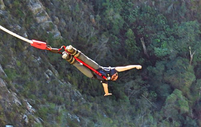 Salto do maior Bungy Jump do mundo na África do Sul