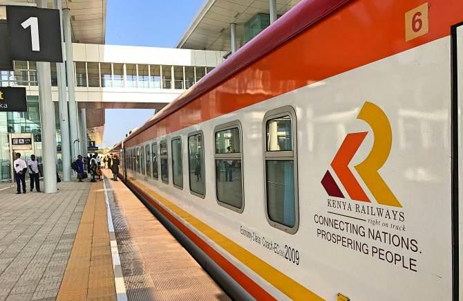 viagem de trem de Mombaça à Nairóbi