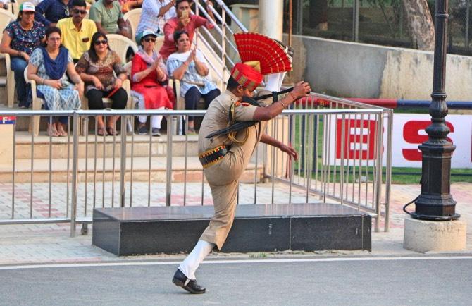 O que fazer em Amritsar - Cerimônia na Fronteira com o Paquistão