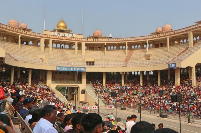 As arquibancadas da cerimônia na fronteira entre a Índia e o Paquistão