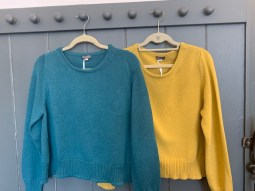 Amori Cotton sweater One Size £105 Teal and Mustard