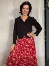 Long cotton print skirt. Black linene Jacket from Grizas