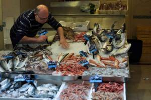 Naples_fishmonger1