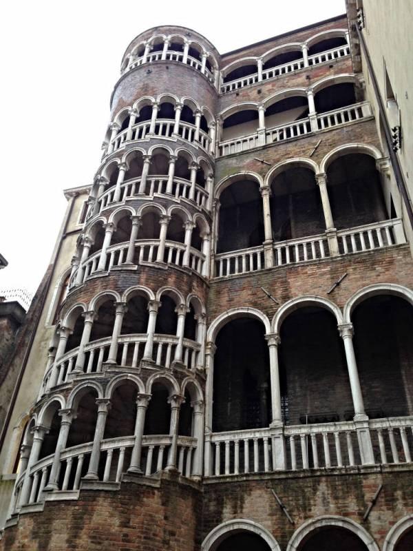 Contarini del Bovolo in Venice · www.italyfoodandwinetours.com