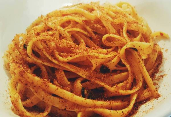 Pasta with anchovies and breadcrumbs · www.italyfoodandwinetours.com