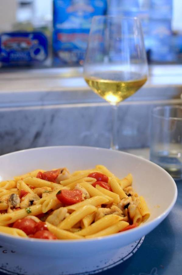Eating at La Lisca Cucina e Bottega in Ortigia · www.italyfoodandwinetours.com