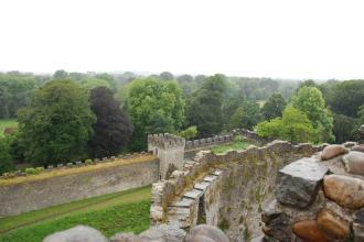"""Cardiff Castle - zicht op het uitgestrekte Bute Park vanop de """"Norman Keep"""""""