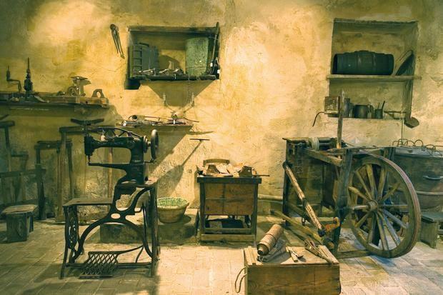 Immagine di alcuni attrezzi della Casa Museo