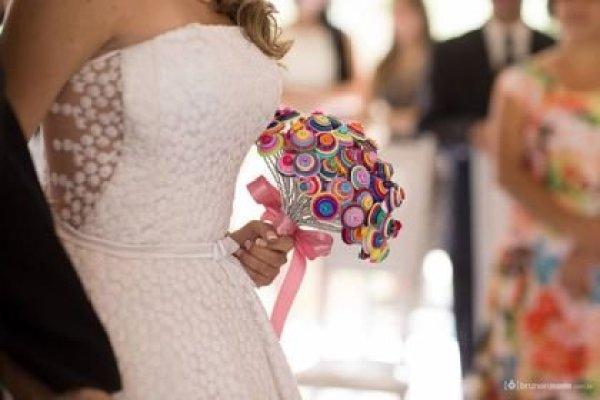 casamento-economico-sem-grana-buque-botoes-colorido (17)