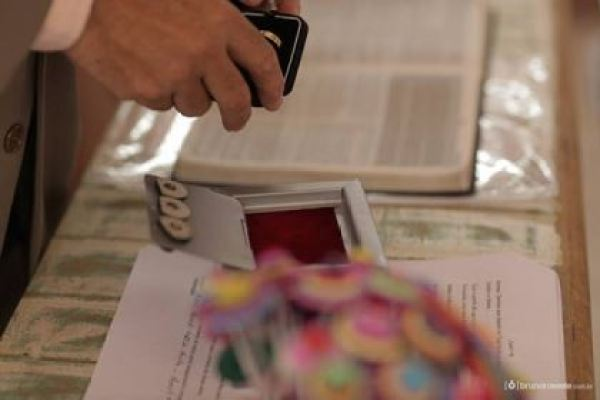 casamento-economico-sem-grana-buque-botoes-colorido (20)