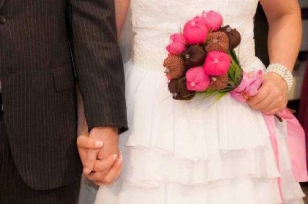 casamento-economico-12-mil-santa-catarina-decoracao-rosa-e-branca-faca-voce-mesmo (18)
