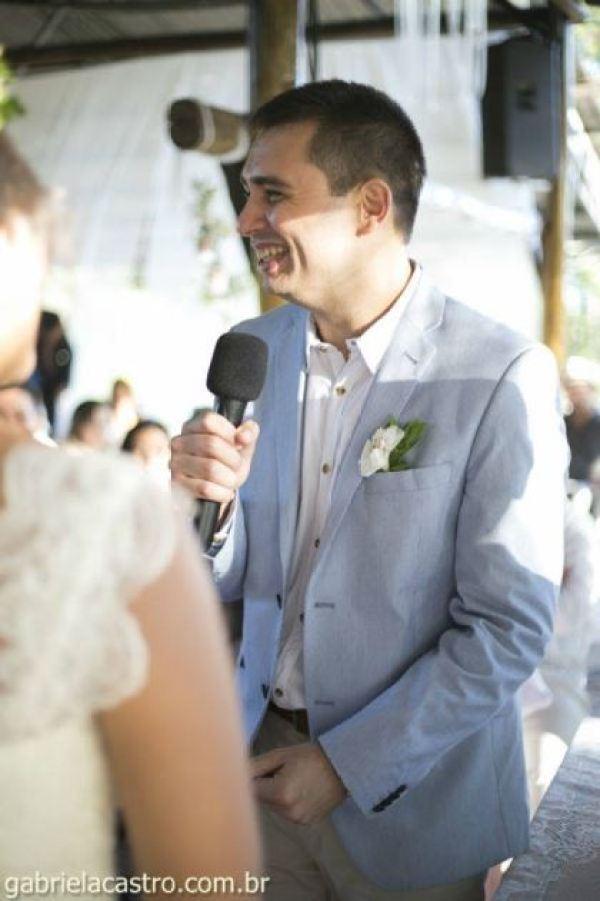 casamento-economico-de-dia-ao-ar-livre-chacara-noiva-com-coroa-de-flores-decoracao-faca-voce-mesmo-azul-e-amarelo- (33)
