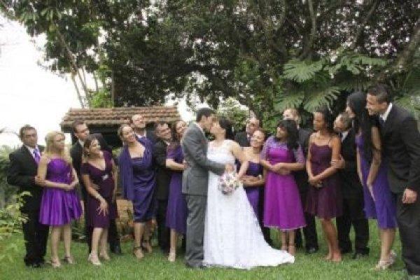 casamento-economico-pequeno-mini-wedding-de-manha-sao-paulo-sapato-roxo-decoraca-roxa-e-lilias (20)