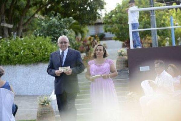 casamento-economico-rustico-vintage-retro-ao-ar-livre-Paraiba-varal-de-lampadas (1)