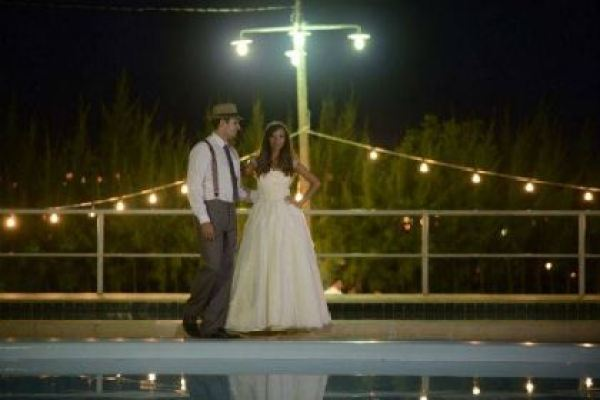 casamento-economico-rustico-vintage-retro-ao-ar-livre-Paraiba-varal-de-lampadas (10)