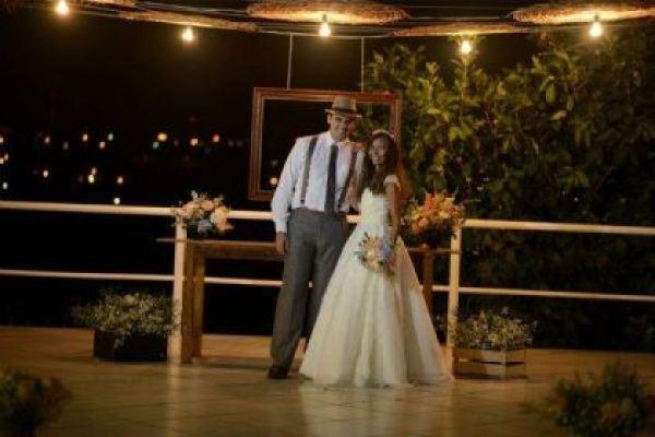casamento-economico-rustico-vintage-retro-ao-ar-livre-Paraiba-varal-de-lampadas (12)