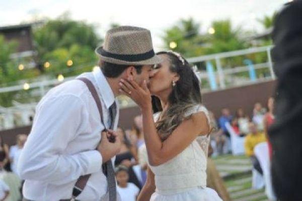 casamento-economico-rustico-vintage-retro-ao-ar-livre-Paraiba-varal-de-lampadas (13)