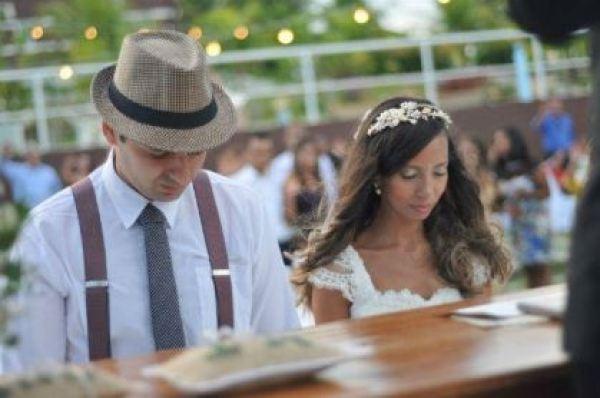 casamento-economico-rustico-vintage-retro-ao-ar-livre-Paraiba-varal-de-lampadas (15)