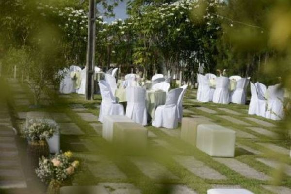 casamento-economico-rustico-vintage-retro-ao-ar-livre-Paraiba-varal-de-lampadas (23)