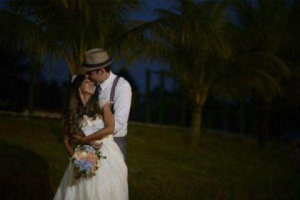 casamento-economico-rustico-vintage-retro-ao-ar-livre-Paraiba-varal-de-lampadas (7)