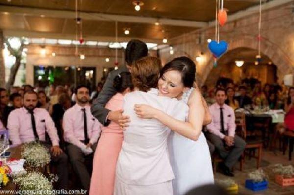 coracoes-coloridos-casamento-colorido-ar-livre-fernanda-e-rafael (26)