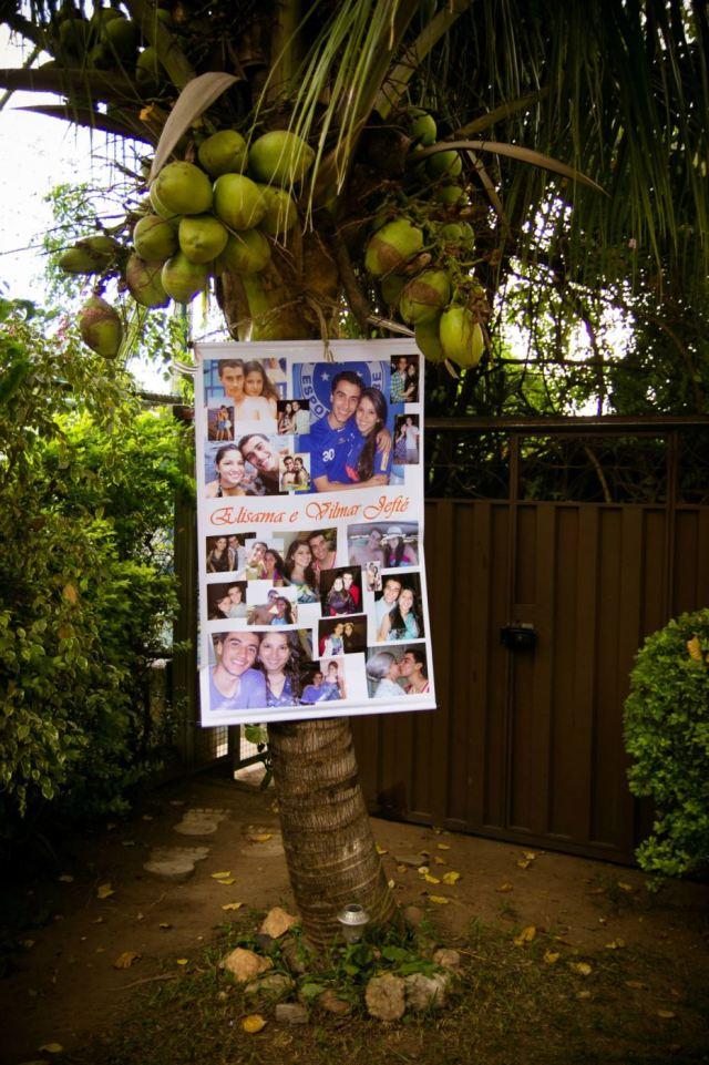 Cartaz com fotos dos noivos
