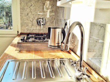 casa-novaro-imperia-appartamento-corbezzolo-vacanza-lavello-cucina