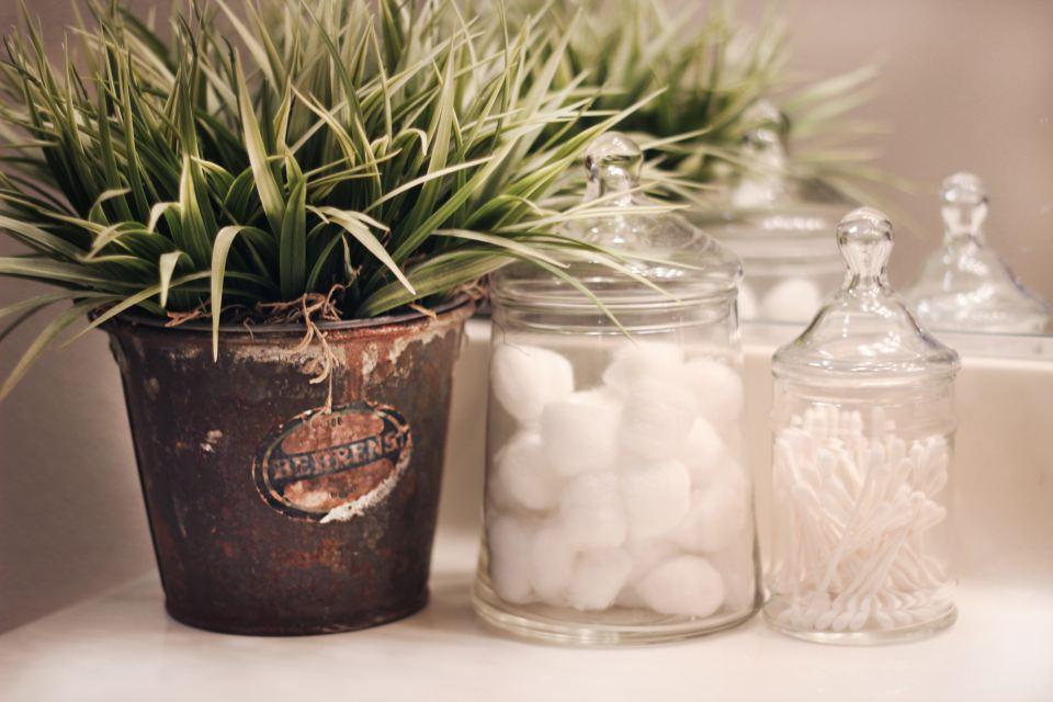 almacenaje decorativo con tarros de cristal