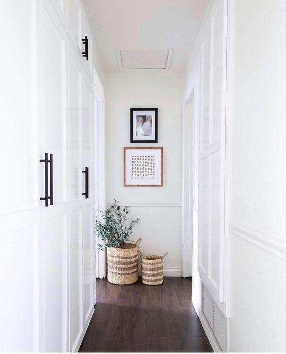 armario en el corredor