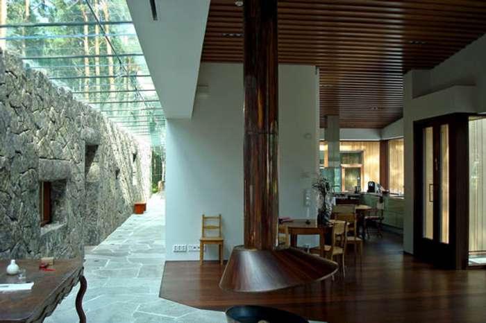 interior con techo acristalado