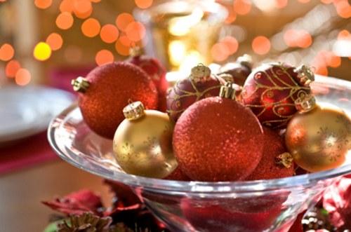centro-mesa-navidad-bolas-decorativas-copa