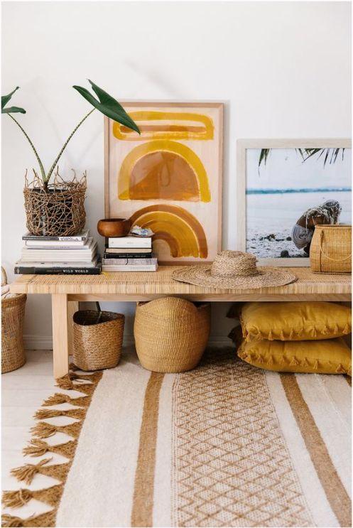 interior con colores tierra y texturas naturales