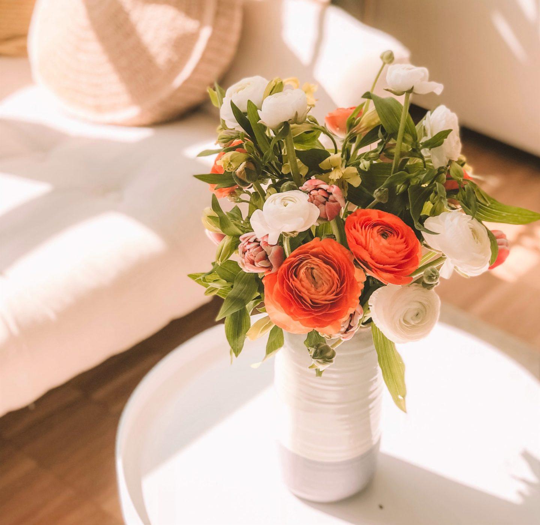 cómo decorar con flores frescas y naturaleza