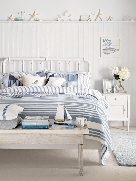 decoración estilo marinero en un dormitorio