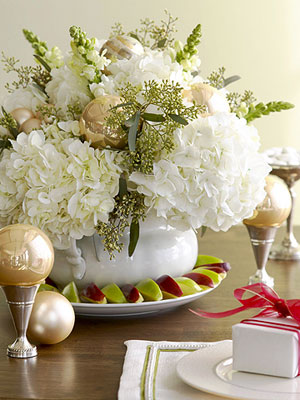 flores blancas como centro de mesa