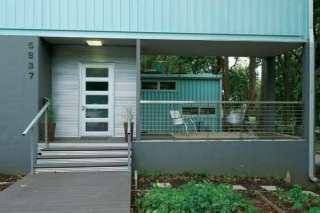 fachada azul casa contenedor