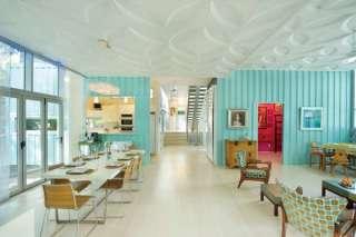interior casa contenedor azul