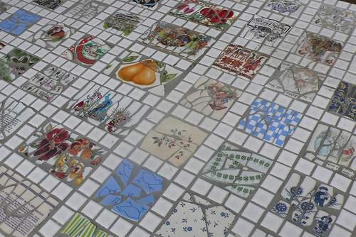 Creaciones con mosaicos for Azulejos rotos decoracion