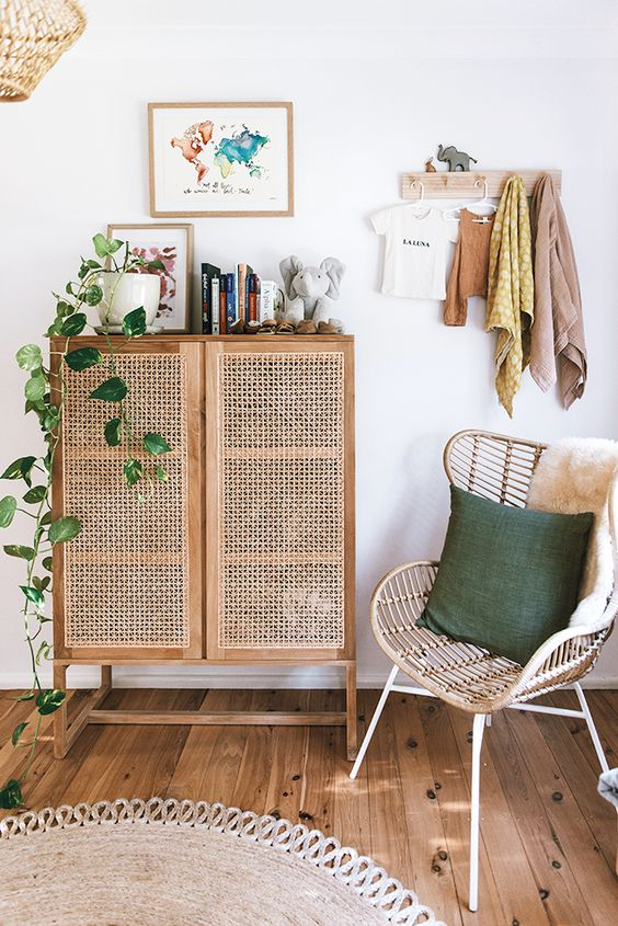 naturaleza en casa con muebles de ratán